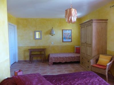 La chambre d 39 h tes sup rieure lou luberon moustiers - Chambres d hotes moustiers sainte marie ...